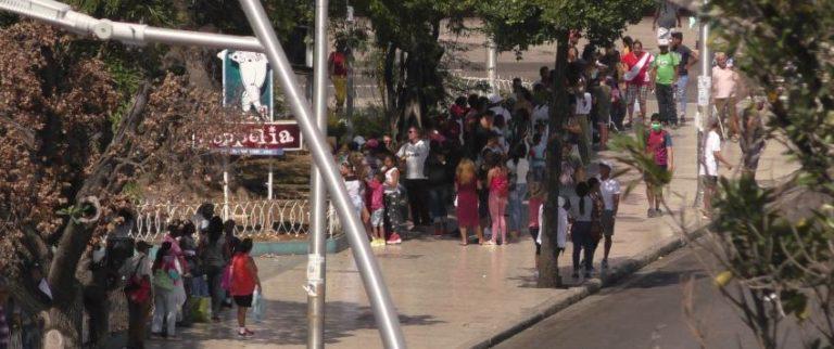 Pese a la pandemia de coronavirus, habaneros hacían cola el fin de semana en Coppelia