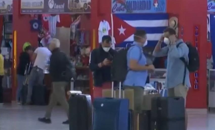 Todos los viajeros que lleguen a Cuba se trasladarán a centros de aislamiento por 14 días, y se reforzará la presencia policial en las calles