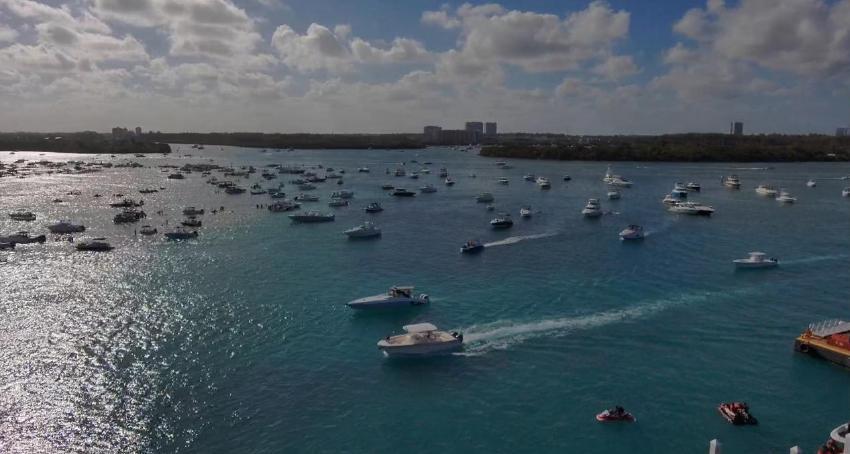 Cientos de navegantes de fiesta en las aguas de Miami, en medio de la crisis por el coronavirus