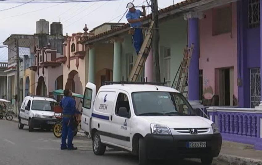 """Cuatro provincias de Cuba estuvieron sin servicio de telefonía móvil toda la madrugada por """"mantenimiento"""" de ETECSA"""