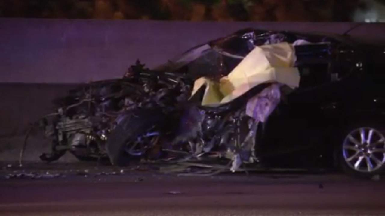 Aparatoso accidente deja a un conductor que iba contrario por el Palmetto muerto y el tráfico detenido