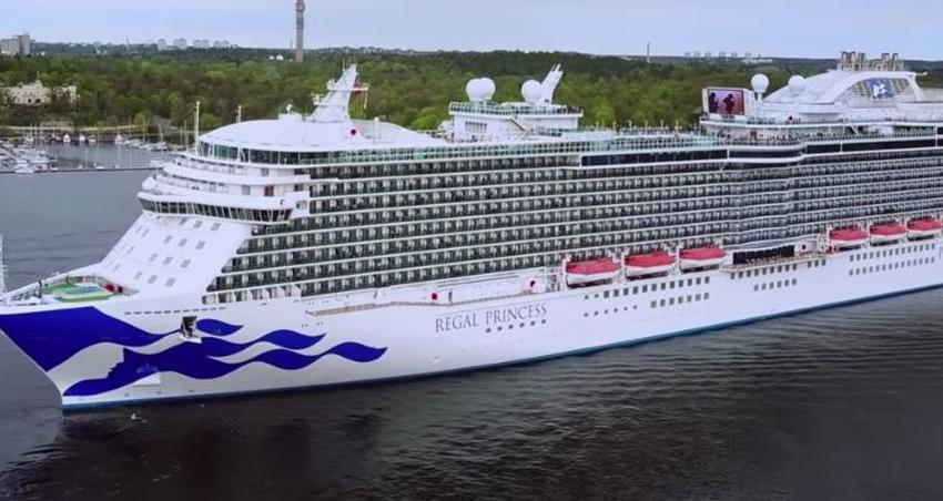 Crucero Regal Princess atraca en Port Everglades después de que 2 miembros de la tripulación dieron negativo para Coronavirus
