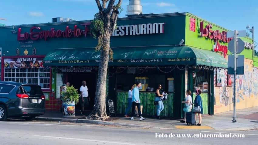 Gobernador de Florida prohíbe que se sirva comida o alcohol en todos los restaurantes del estado