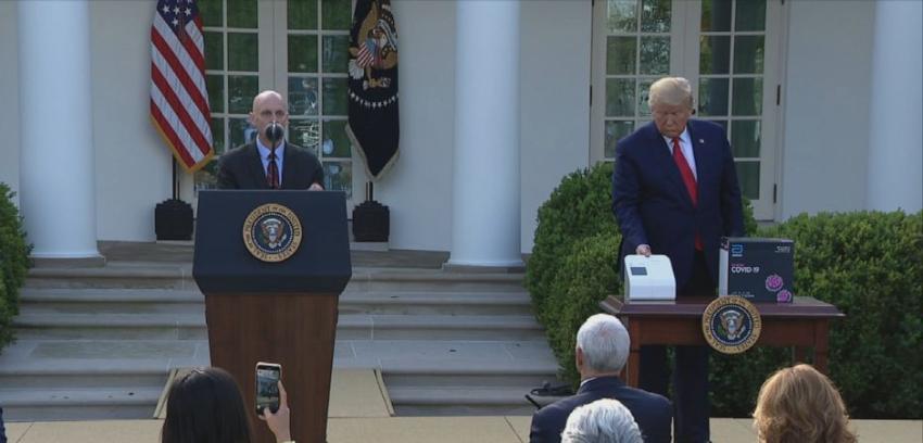 """Trump presentó un kit de prueba rápida para detectar Covid-19 en """"cinco minutos"""", y acaba de ser aprobado por la FDA"""