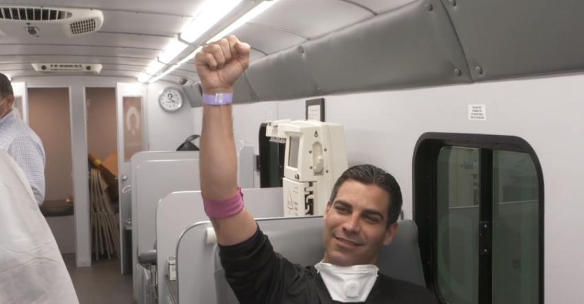 Alcalde de Miami, Francis Suárez, se convierte en el primer donante de plasma para tratar el Covid-19 en Florida