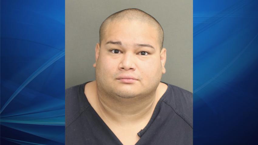 Hombre de Florida es acusado de escupir a un policía alegando tener coronavirus