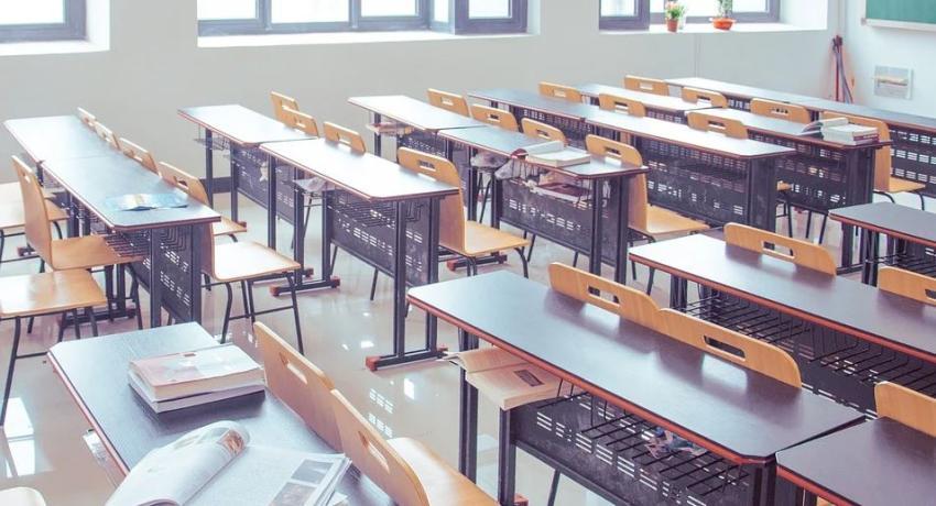 Comisionado de Educación de la Florida firma orden para que todas las escuelas abran agosto