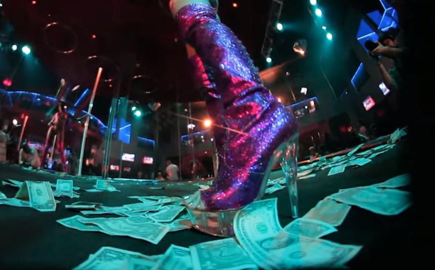 Strip Clubs demandan a ciudad en Florida por subir el límite de edad de las strippers