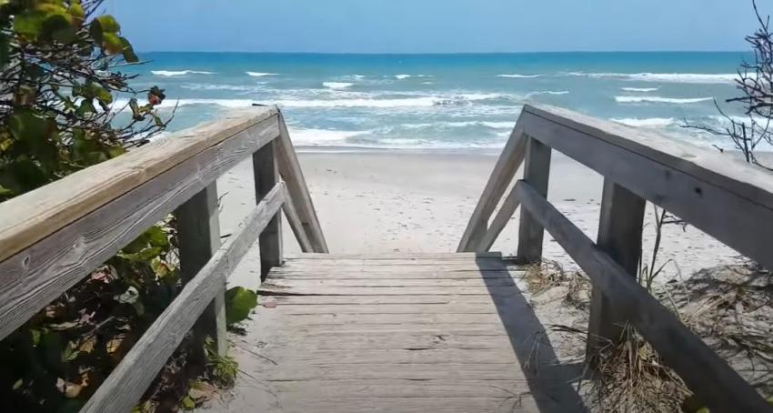 Abre otra playa en Florida y permitirá que las personas se queden a tomar el sol