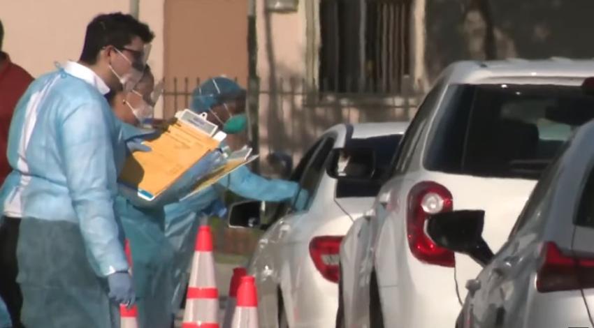 Dos sitios móviles en Miami Dade hacen la prueba del coronavirus a personas menores de 65 años