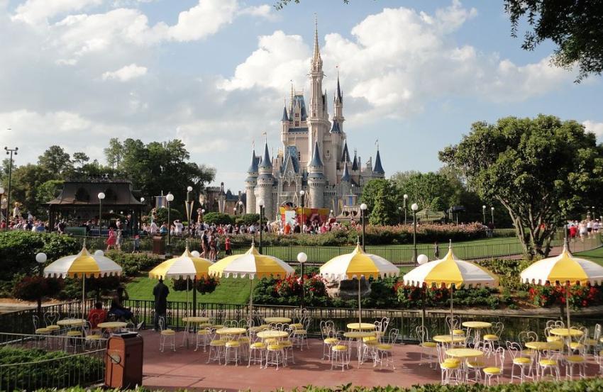 Funcionarios plantean medidas para la reapertura de parques como Disney World y Universal en Orlando