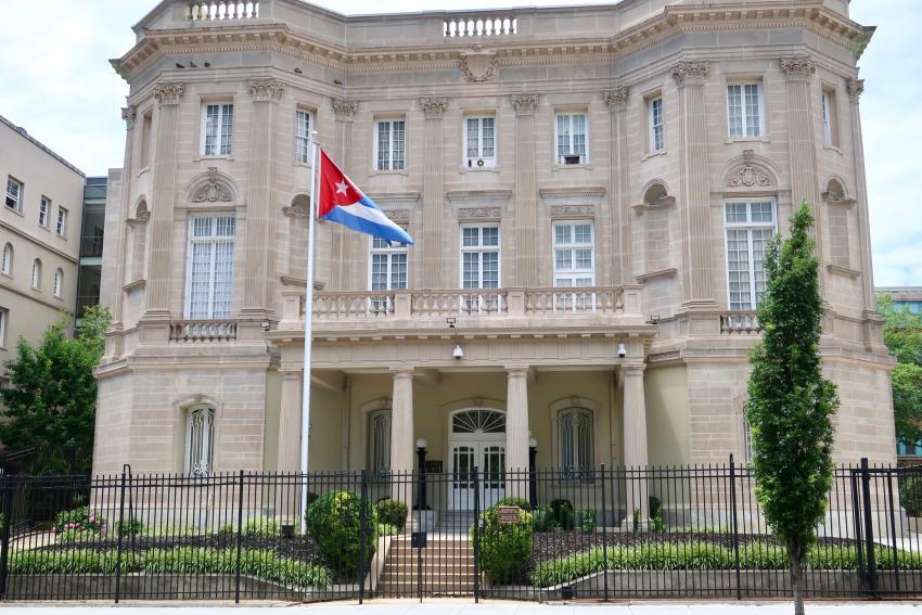 Un hombre dispara contra la Embajada de Cuba en Washington con un rifle de asalto