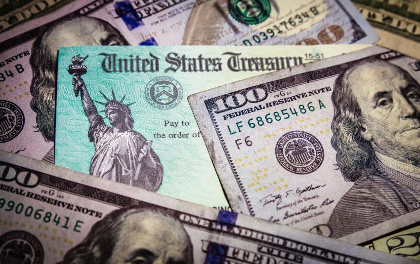 IRS confirma que ya ha hecho los primeros depósitos del paquete de estímulo de 1200 dólares