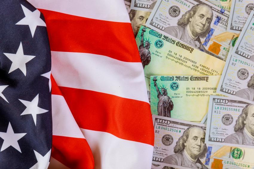 """Líder de la mayoría del Senado confirmó que quieren """"otra ronda de cheques"""" para los estadounidenses"""