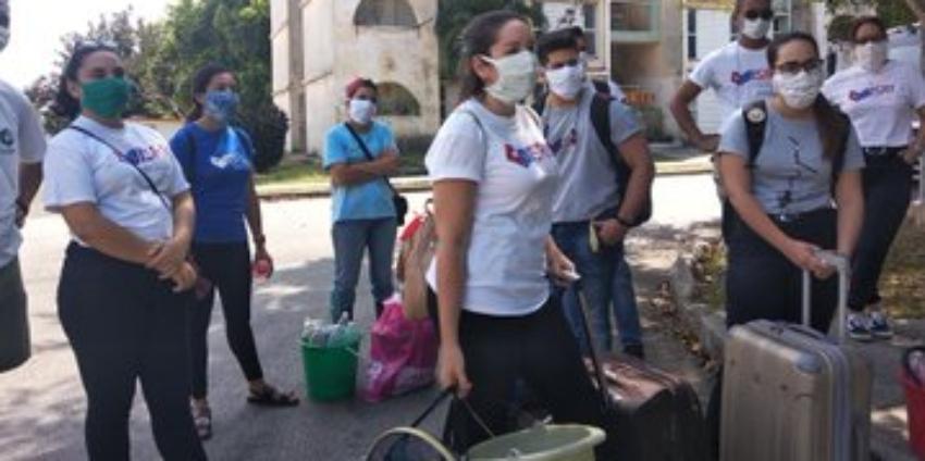 """Estudiantes universitarios cubanos trabajan en los centros de aislamiento para sospechosos de Covid-19, y el Gobierno dice que son """"voluntarios"""""""