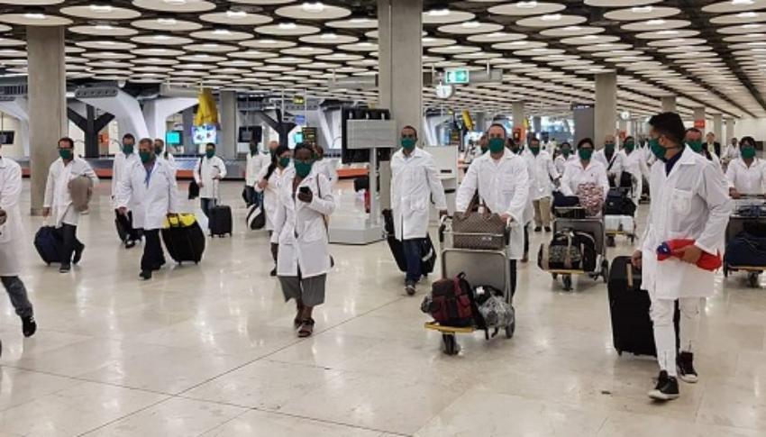 Cuba habría enviado ya 800 colaboradores de la salud a México para enfrentar la pandemia de Covid-19