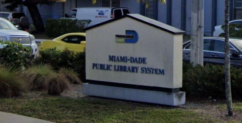 Bibliotecas de Miami Dade entregan aplicaciones de desempleo para llenar y las envían a Tallahassee para ser procesadas
