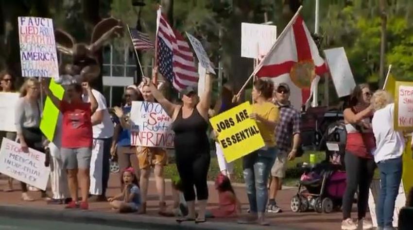 Residentes en Orlando protestan pidiendo que se reabra la economía