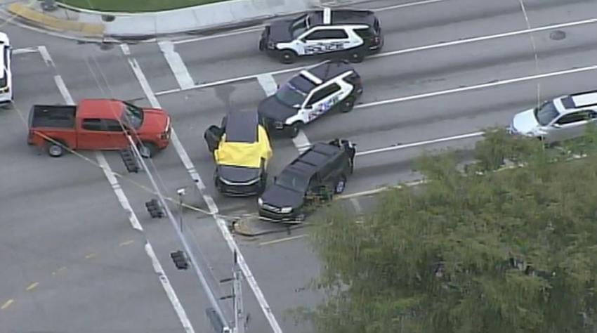 Un hombre muere baleado por la policía afuera de un banco en North Miami Beach