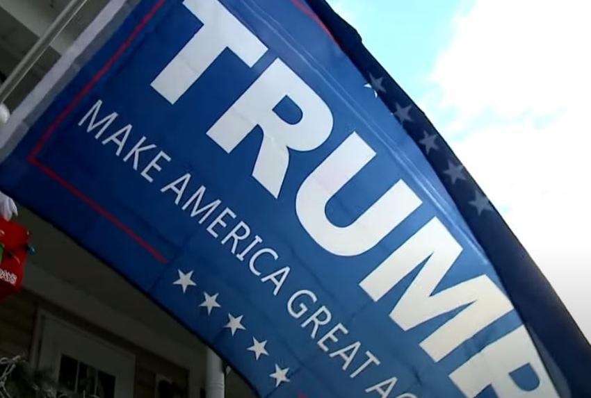 Dos médicos de Florida son arrestados por quitar una bandera de la campaña presidencial de Trump de la propiedad de un vecino