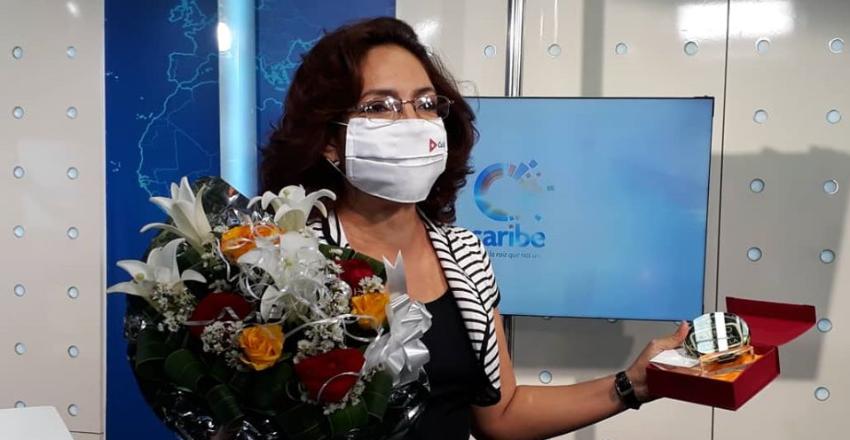 La televisión cubana otorga un premio a la periodista Irma Shelton, luego de su desacertado reportaje sobre EEUU y España