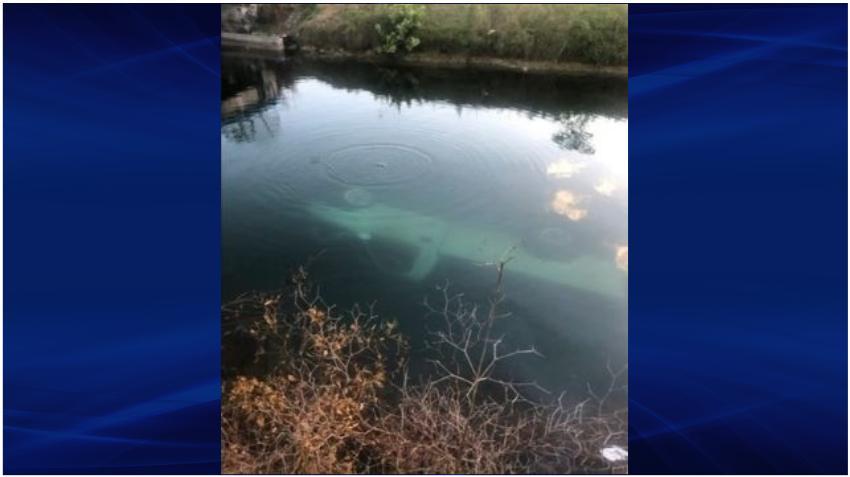 Una camioneta se cae a un canal en el suroeste de Miami Dade
