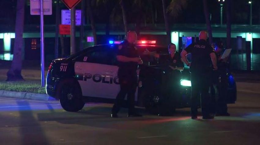 Buscan a conductor que se dio a la fuga tras atropellar a una mujer en Miami Beach dejándola en estado crítico