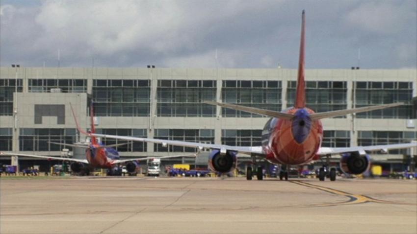 Fallece una persona tras ser golpeado por un avión de  Southwest en la pista del aeropuerto de Austin