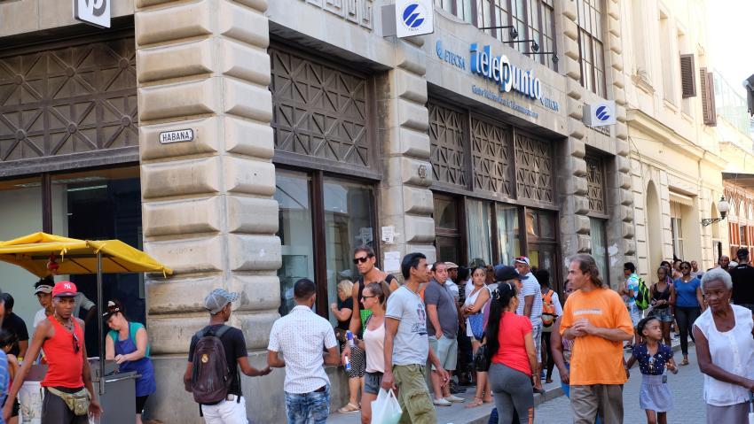 Cubanos convocan campaña para exigir a ETECSA bajar los precios de internet, y el monopolio reacciona