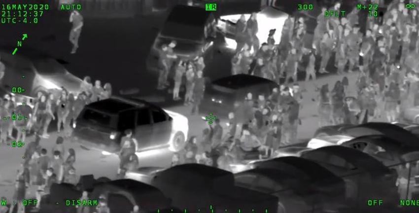 Policía en Florida revelan imágenes de una masiva fiesta en la calle que terminó de manera violenta