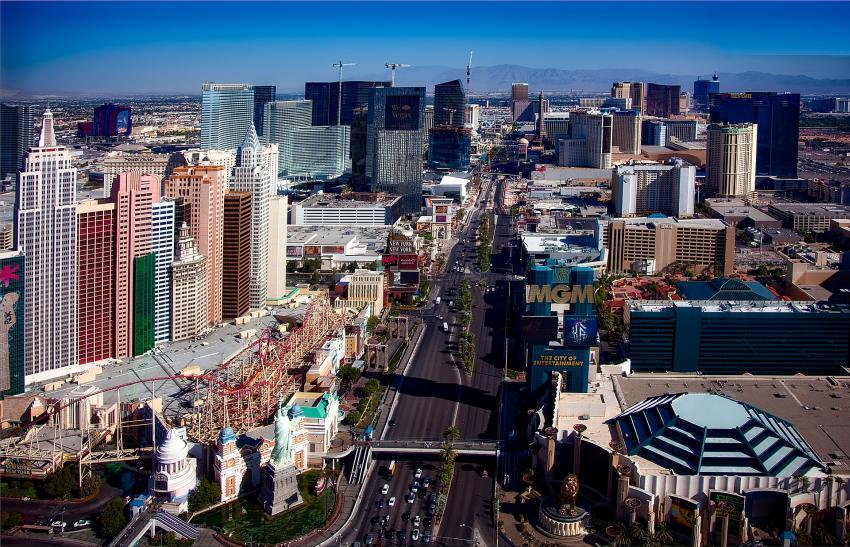 Sismo de magnitud 6.4 sacudió con fuertes réplicas los estados de Nevada y California
