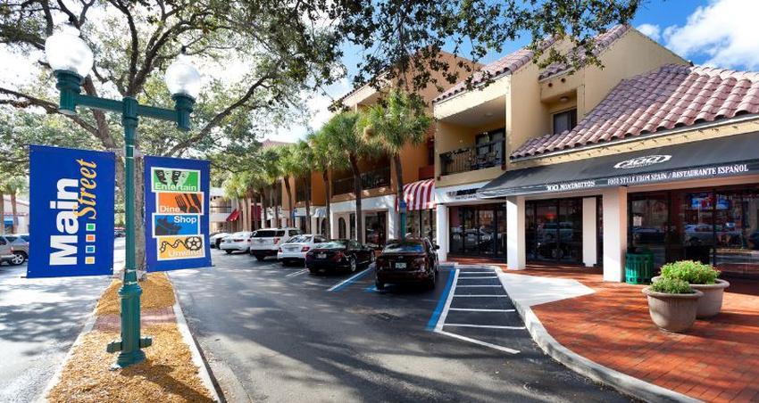 Alcalde de Miami Lakes quiere le den permiso para abrir los negocios no esenciales