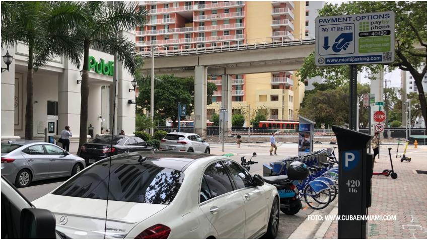 La ciudad de Miami ofrecerá la primera hora gratis en los parqueos en la calle