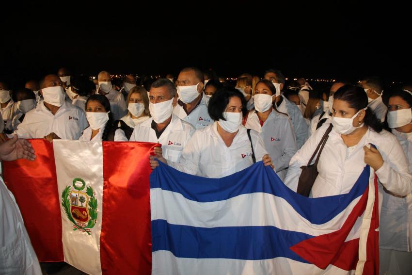Médicos cubanos en Perú