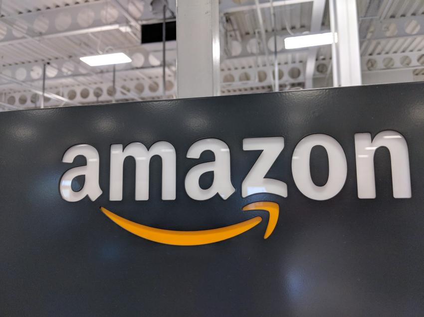Un muerto y dos heridos tras un tiroteo en un almacén de Amazon en Florida