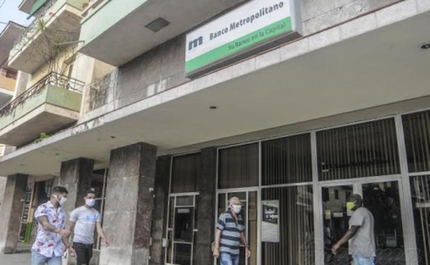 Economista cubano ve como fracasada la medida que permitirá a personas no residentes abrir cuentas en divisas en la Isla