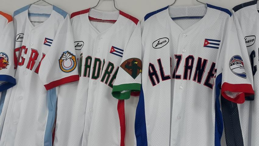 Venden camisetas de la Serie Nacional de Béisbol de Cuba, pero solo se podrán comprar desde el exterior con tarjetas VISA o MASTERCARD