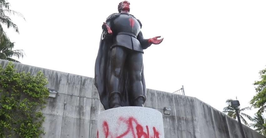 Trump firmó orden ejecutiva  para castigar con cárcel a quienes vandalicen monumentos