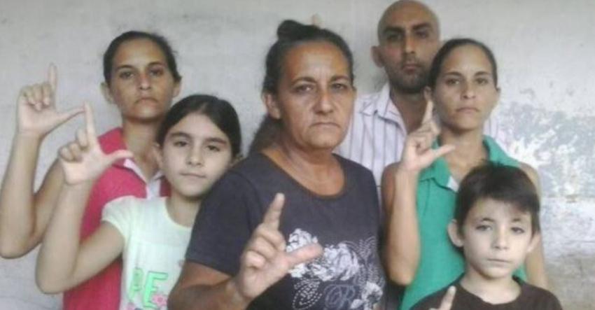 Golpean y agreden verbalmente a una familia de opositores en Holguín