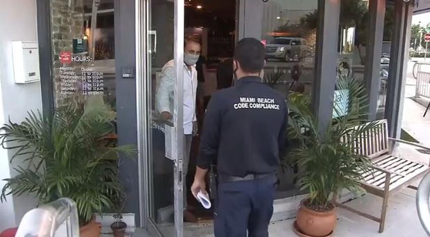 Inspeccionan restaurantes en el sur de la Florida para garantizar que se cumplan los protocolos de seguridad