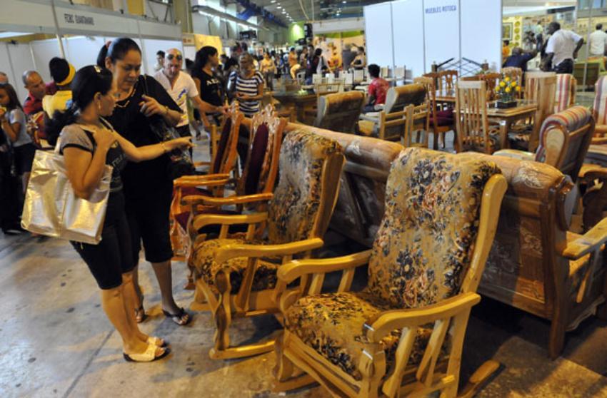 Cuba permite que el sector privado exporte, pero a través de entidades estatales