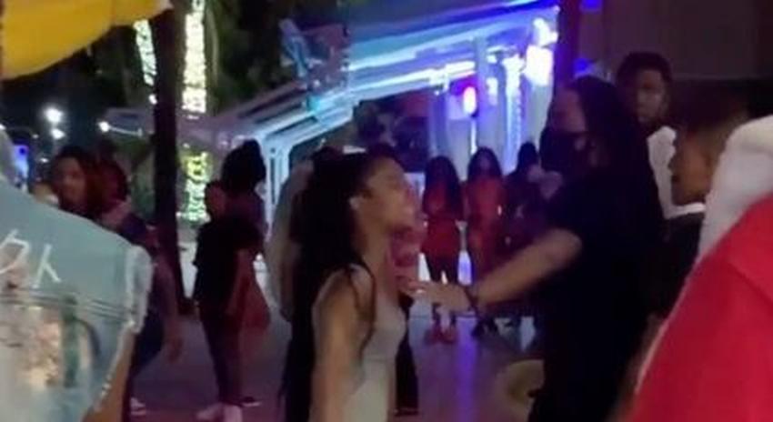 Fiesta en Miami Beach se sale de control y se pierde la distancia social y el uso de máscaras