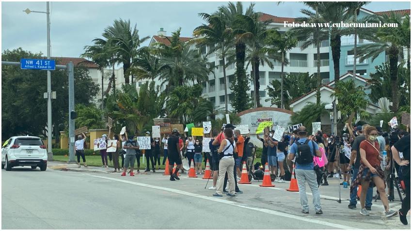 Retirarán los cargos contra manifestantes en Miami Dade que violaron el toque de queda