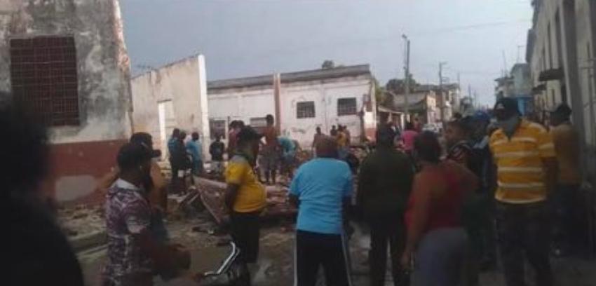Varias casas sin techo por el paso de un tornado en Palma Soriano, Santiago de Cuba