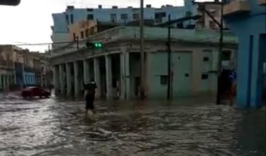Inundaciones en varias zonas de La Habana causadas por las lluvias del jueves en la tarde