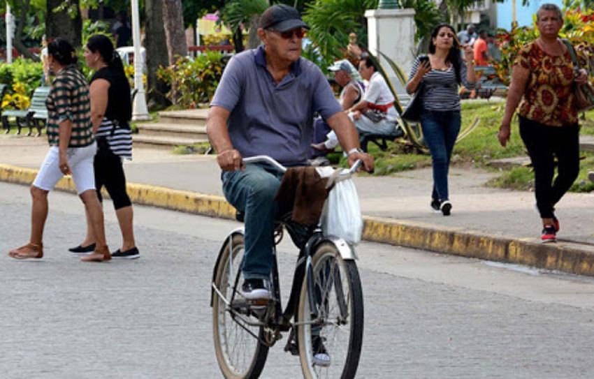 """Ministro de Transporte sugiere a los cubanos """"fomentar el uso de las bicicletas"""", en medio de la crisis"""