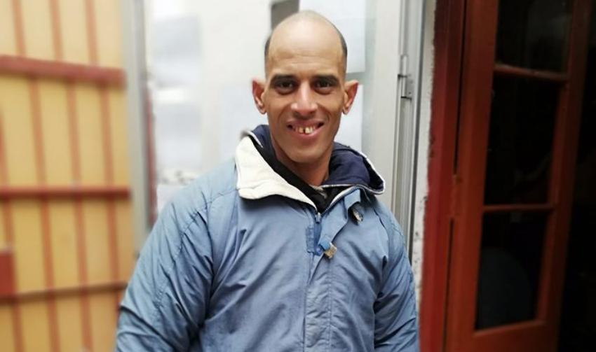 Cubano en Uruguay necesita ayuda, luego de que le robaran su moto y todos sus documentos se quedó en la calle