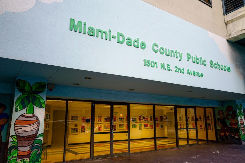 Casos confirmados de Covid-19 en las escuelas de Miami Dade ascienden a 212
