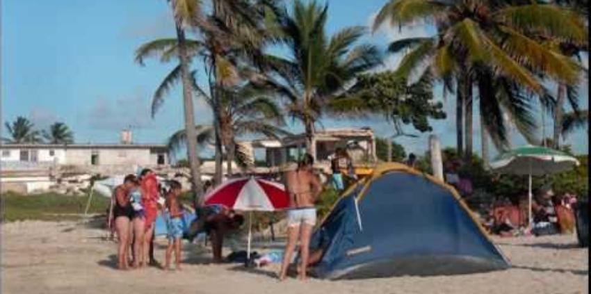 Denuncian el verano se vive en la playa de Guanabo como si no existiese el Covid-19, tras la reapertura