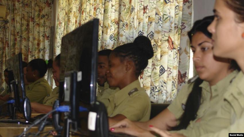 """Joven cubano de Miami crea una página para identificar a las """"ciberclarias"""" en las redes sociales"""
